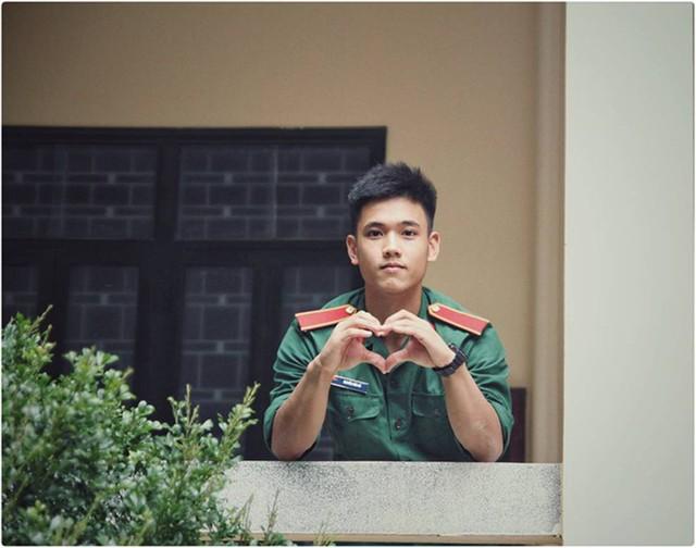 """Hotboy 9X trường quân sự """"siêu cấp đẹp trai"""" nhiều tài lẻ - Ảnh 16."""