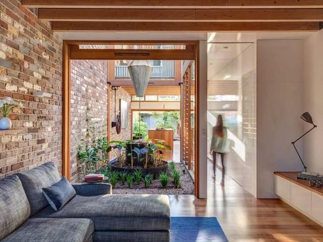 Ngôi nhà phố được thiết kế để giảm thiểu chi phí sinh hoạt, còn trồng rau nuôi gà ngay trong nhà nhưng vẫn sạch sẽ - Ảnh 17.