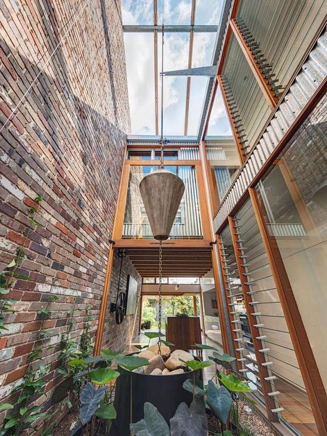Ngôi nhà phố được thiết kế để giảm thiểu chi phí sinh hoạt, còn trồng rau nuôi gà ngay trong nhà nhưng vẫn sạch sẽ - Ảnh 20.