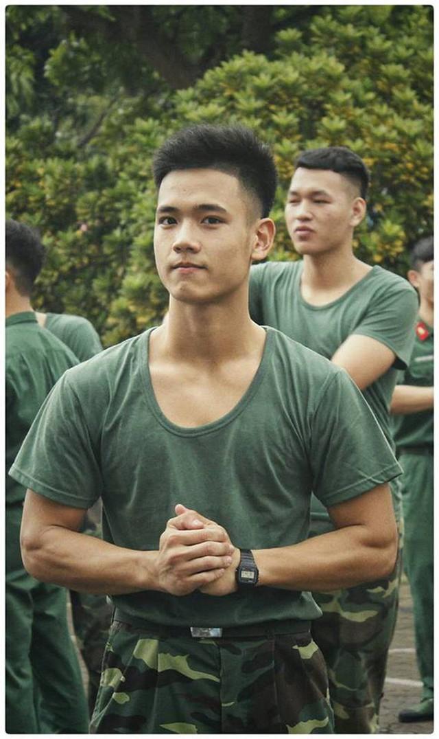 """Hotboy 9X trường quân sự """"siêu cấp đẹp trai"""" nhiều tài lẻ - Ảnh 3."""