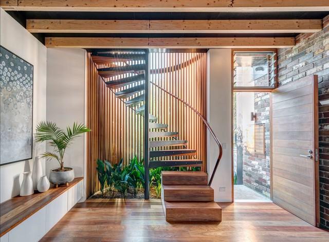Ngôi nhà phố được thiết kế để giảm thiểu chi phí sinh hoạt, còn trồng rau nuôi gà ngay trong nhà nhưng vẫn sạch sẽ - Ảnh 8.