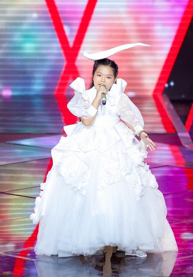 Phạm Quỳnh Anh, Lưu Thiên Hương 'bắt tay' làm Hương Giang bại trận - Ảnh 10.
