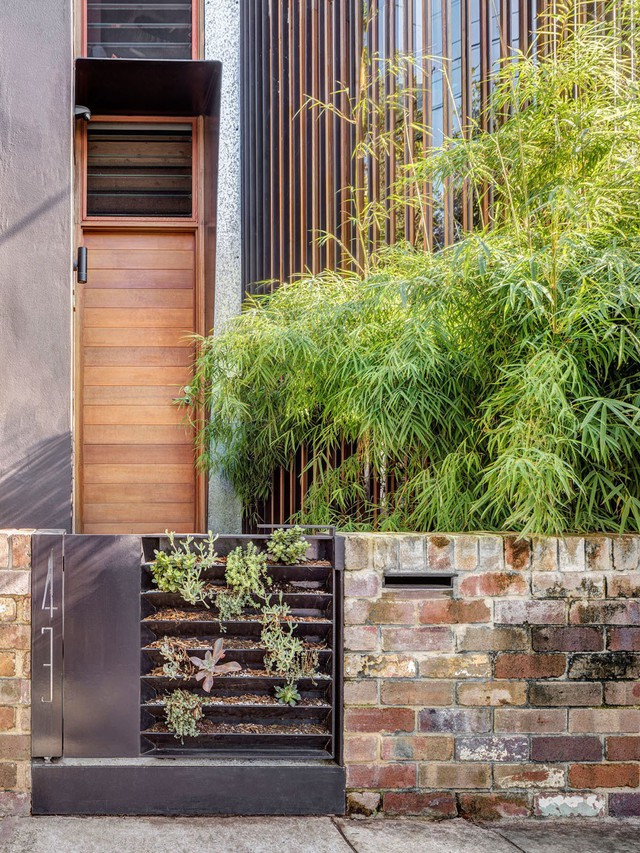 Ngôi nhà phố được thiết kế để giảm thiểu chi phí sinh hoạt, còn trồng rau nuôi gà ngay trong nhà nhưng vẫn sạch sẽ - Ảnh 10.