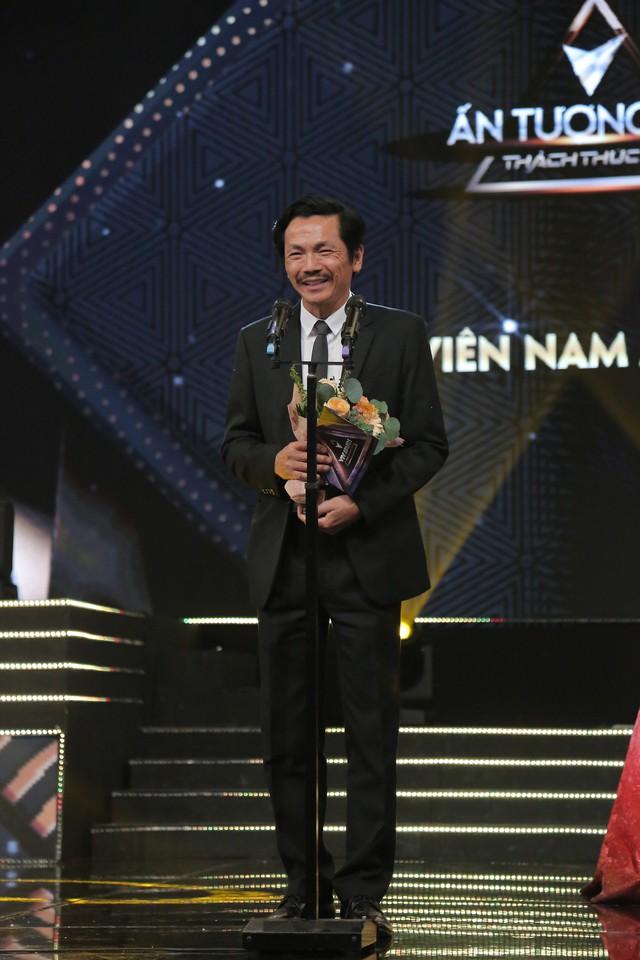 """VTV Awards 2019: Giành giải """"Diễn viên nam ấn tượng"""", NSND Trung Anh cảm thấy tiếc cho Hồng Đăng  - Ảnh 1."""