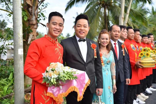 Ca sĩ Quang Lê làm bố chồng ở tuổi 39, đích thân đưa con trai xuống miền Tây rước dâu - Ảnh 2.