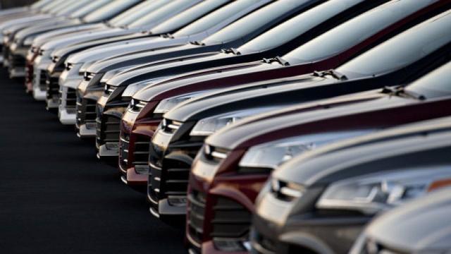 Ô tô tồn kho cực nhiều, đại hạ giá xế hộp từ nay đến Tết - Ảnh 1.