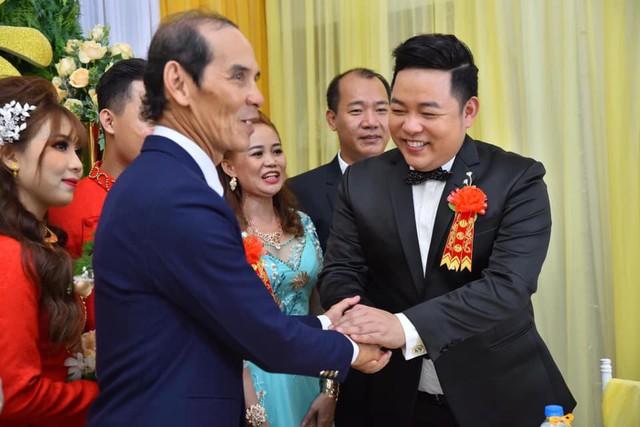 Ca sĩ Quang Lê làm bố chồng ở tuổi 39, đích thân đưa con trai xuống miền Tây rước dâu - Ảnh 8.