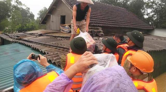 Hội đồng hương Hà Tĩnh tại Hà Nội phối hợp Báo Gia đình và Xã hội kêu gọi chung tay giúp đỡ đồng bào bị bão lụt - Ảnh 3.