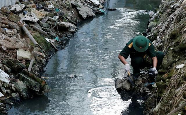 Phải tẩy độc khu vực bị ảnh hưởng sau vụ cháy Công ty Rạng Đông - Ảnh 3.
