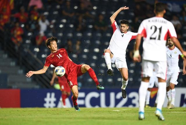 Chịu đấm ăn xôi, U23 Việt Nam đi trên dây với tấm vé vào tứ kết quý giá - Ảnh 2.