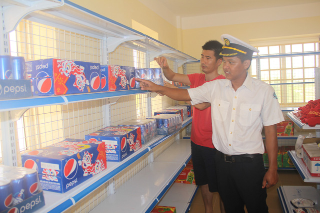 Độc đáo siêu thị Việt Nam trên Biển Đông - Ảnh 1.