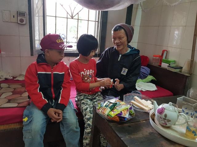 Nụ cười đón Tết Canh Tý sớm ở làng phong - Ảnh 1.