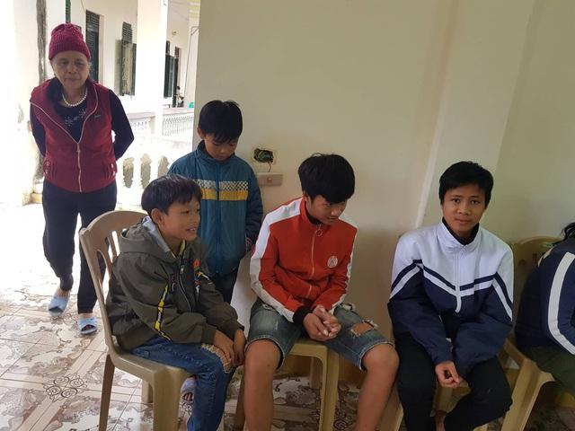 Nụ cười đón Tết Canh Tý sớm ở làng phong - Ảnh 6.