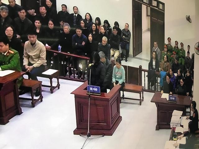 Cô giáo chủ nhiệm lớp cháu bé bị bỏ quên trên xe đưa đón trường Gateway bật khóc tại tòa - Ảnh 2.