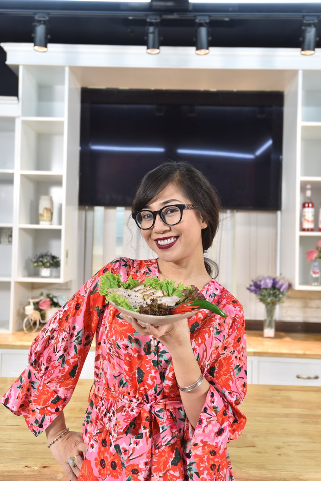 Biên kịch Đặng Thiếu Ngân: Mâm cơm Tết có thịt gà, bánh chưng nhưng vẫn có kim chi, bosam Hàn Quốc - Ảnh 1.