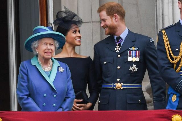 Cuối cùng Nữ hoàng Anh đã đưa ra thái độ của mình với quyết định đột ngột rời hoàng gia Anh của vợ chồng Meghan - Ảnh 1.