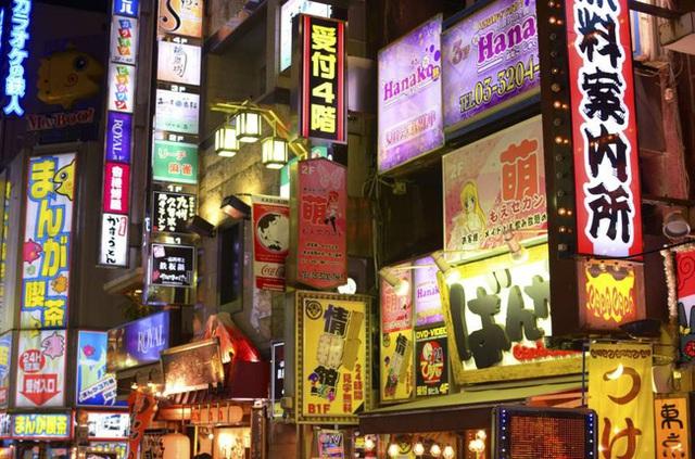 Cuộc sống 2 mặt của nhiều phụ nữ Nhật Bản: Ban ngày làm công ăn lương, tối đến trở thành gái gọi, chồng con không ai hay - Ảnh 1.