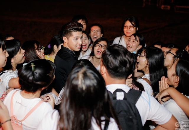 Nối tiếng thân thiện, gần gũi với người hâm mộ, Noo Phước Thịnh vẫn không tránh khỏi bức xúc khi bị fan cuồng tới tận nhà check in giữa đêm - Ảnh 2.