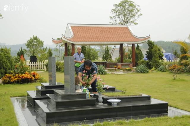 Người Hà Nội sắm sửa điện thoại, đồng hồ cùng con cháu đi tảo mộ mời gia tiên về ăn Tết - Ảnh 13.