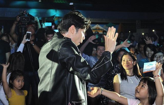 Nối tiếng thân thiện, gần gũi với người hâm mộ, Noo Phước Thịnh vẫn không tránh khỏi bức xúc khi bị fan cuồng tới tận nhà check in giữa đêm - Ảnh 3.