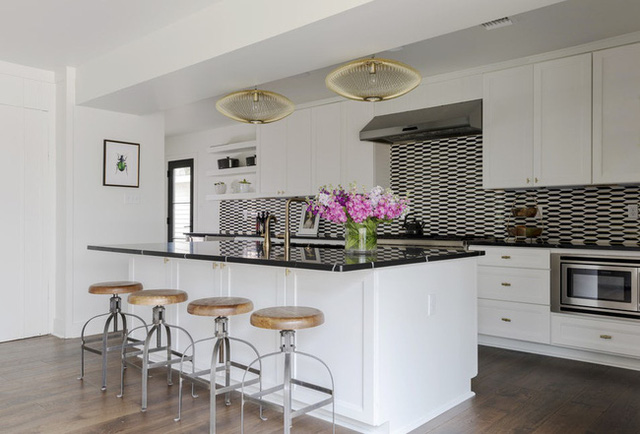 Căn bếp đen - trắng vừa đẹp vừa sang lại luôn gọn gàng ngăn nắp - Ảnh 5.