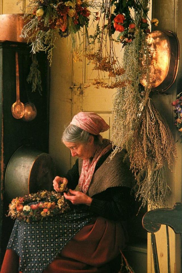 Cuộc sống an yên của cụ bà 92 tuổi bên khu vườn chính mình tự tay trồng hoa, rau quả ở vùng thôn quê - Ảnh 7.