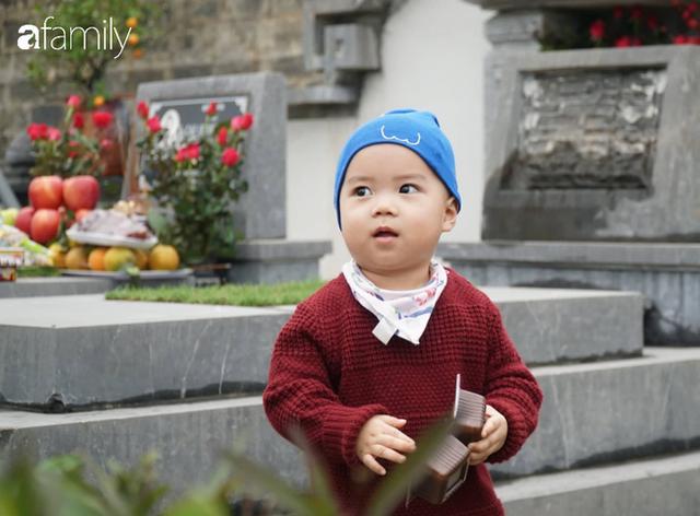 Người Hà Nội sắm sửa điện thoại, đồng hồ cùng con cháu đi tảo mộ mời gia tiên về ăn Tết - Ảnh 10.