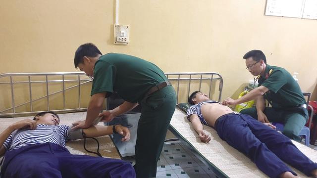 Những bác sỹ ở huyện đảo Trường Sa - Ảnh 1.