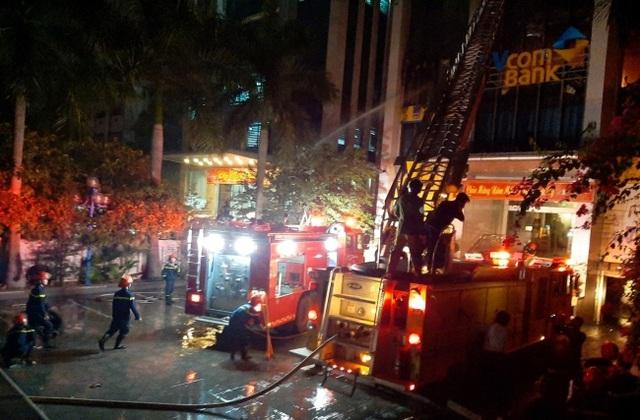 Thanh Hoá: Cháy lớn tại tòa nhà dầu khí, nhiều nhân viên kêu cứu - Ảnh 2.