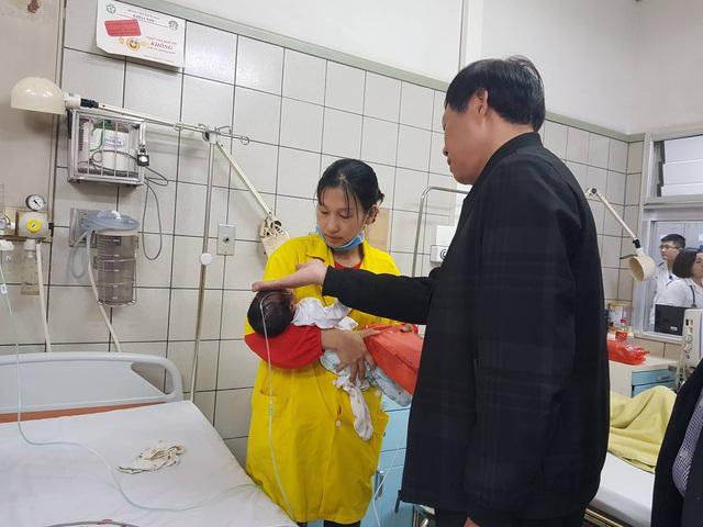 Thứ trưởng Bộ Y tế Đỗ Xuân Tuyên kiểm tra công tác chuẩn bị trực Tết, phòng chống dịch bệnh tại 2 bệnh viện lớn - Ảnh 3.