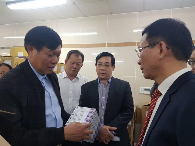 Thứ trưởng Bộ Y tế Đỗ Xuân Tuyên kiểm tra công tác chuẩn bị trực Tết, phòng chống dịch bệnh tại 2 bệnh viện lớn - Ảnh 1.