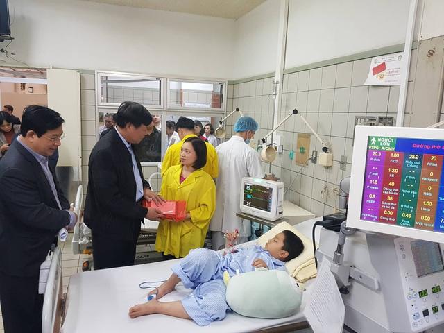 Thứ trưởng Bộ Y tế Đỗ Xuân Tuyên kiểm tra công tác chuẩn bị trực Tết, phòng chống dịch bệnh tại 2 bệnh viện lớn - Ảnh 2.
