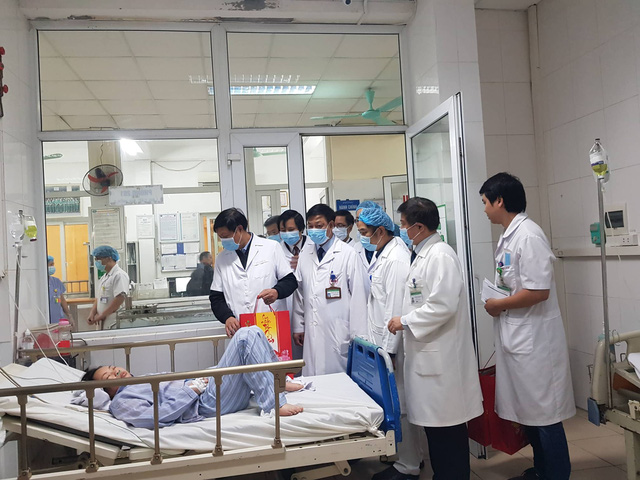 Thứ trưởng Bộ Y tế Đỗ Xuân Tuyên kiểm tra công tác chuẩn bị trực Tết, phòng chống dịch bệnh tại 2 bệnh viện lớn - Ảnh 4.