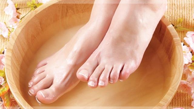 Cách làm ấm chân tay lạnh mùa đông - Ảnh 2.