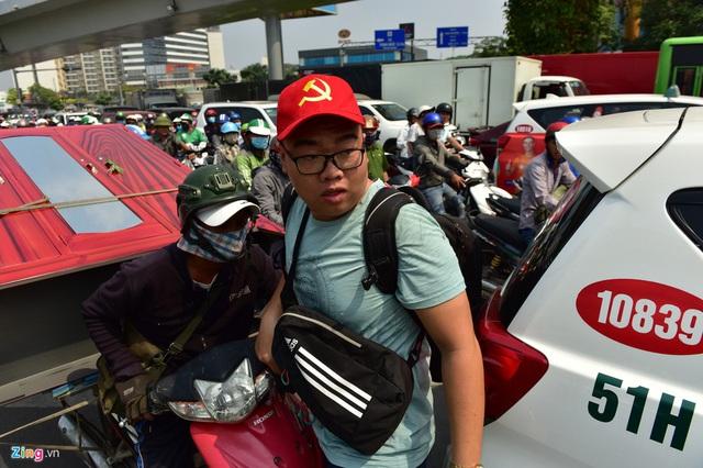 Cửa ngõ sân bay Tân Sơn Nhất kẹt xe kinh hoàng ngày giáp Tết - Ảnh 15.