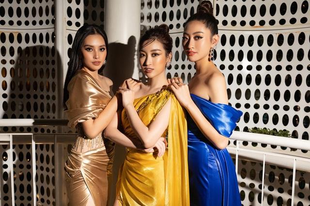 3 nàng Hậu Mỹ Linh - Tiểu Vy - Thùy Linh diện váy xẻ thót tim, khoe nhan sắc đỉnh cao trong một khuôn hình - Ảnh 1.