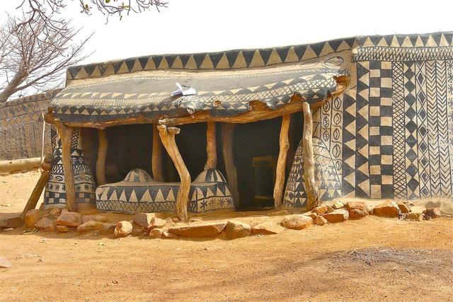 Ghé thăm làng đất nung độc đáo của quý tộc châu Phi, ngôi nhà nào cũng là tác phẩm nghệ thuật đặc sắc - Ảnh 14.