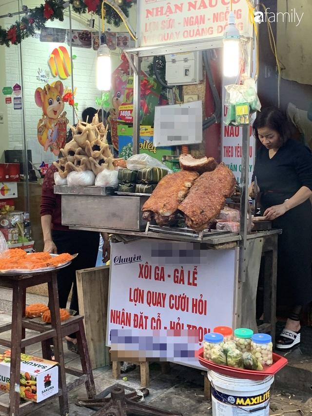 Dạo một vòng chợ Hà Nội: Giá gà cúng đa dạng, loại đắt và đẹp nhất rơi vào khoảng 300 nghìn đồng/kg - Ảnh 4.
