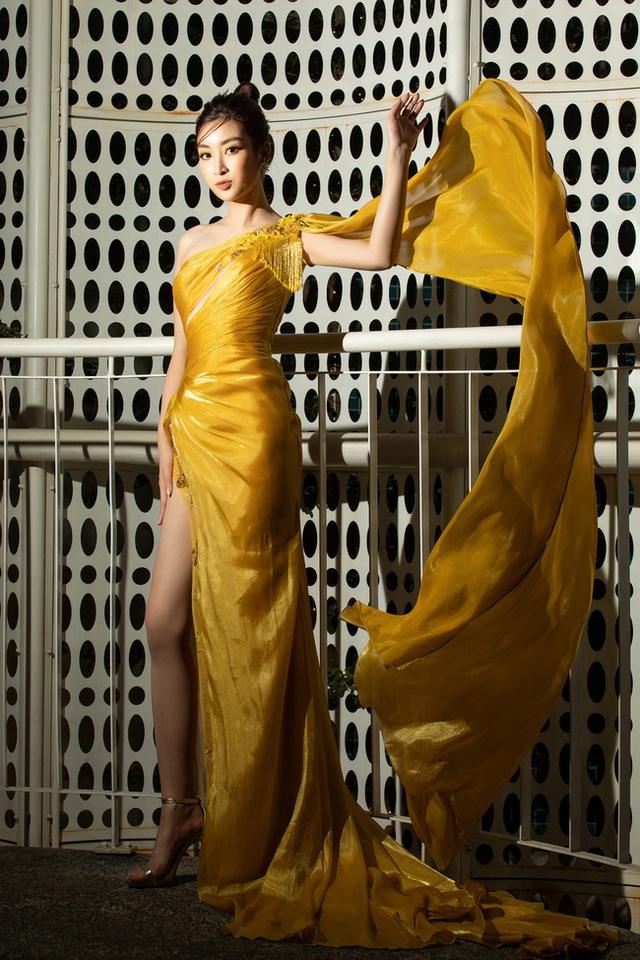3 nàng Hậu Mỹ Linh - Tiểu Vy - Thùy Linh diện váy xẻ thót tim, khoe nhan sắc đỉnh cao trong một khuôn hình - Ảnh 9.