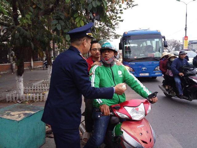 Hà Nội tung lực lượng liên ngành chống ùn tắc giao thông tại 72 điểm nóng dịp Tết - Ảnh 2.