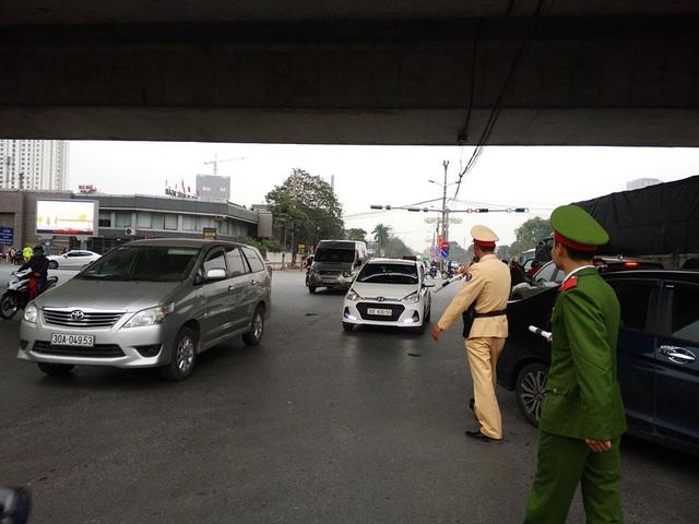 Hà Nội tung lực lượng liên ngành chống ùn tắc giao thông tại 72 điểm nóng dịp Tết - Ảnh 1.