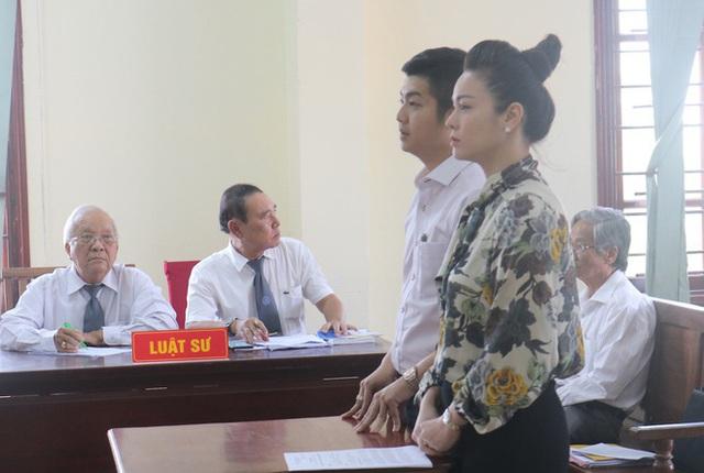 Nhật Kim Anh được đưa con đi chơi giữa ồn ào với chồng cũ - Ảnh 2.