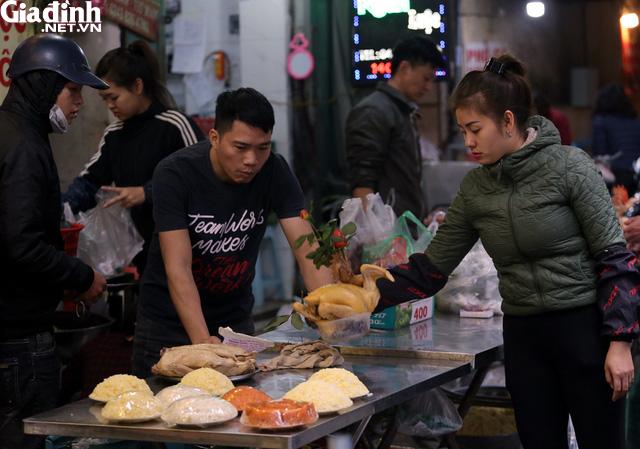 Mục sở thị chợ nhà giàu ngày Tết đậm chất quê giữa trung tâm Hà Nội - Ảnh 4.