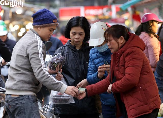 Mục sở thị chợ nhà giàu ngày Tết đậm chất quê giữa trung tâm Hà Nội - Ảnh 7.