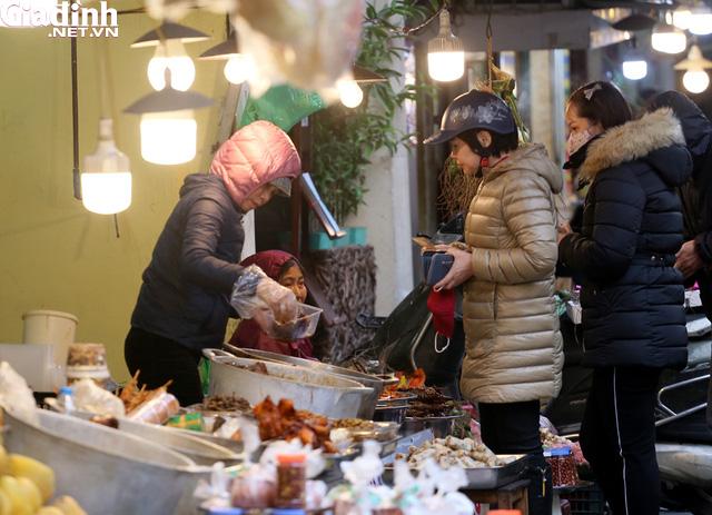 Mục sở thị chợ nhà giàu ngày Tết đậm chất quê giữa trung tâm Hà Nội - Ảnh 8.