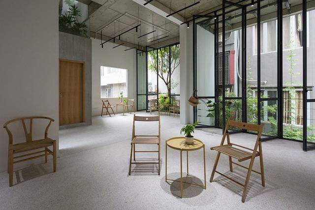 Ngôi nhà với thiết kế 2 lớp mặt tiền chống khói bụi ở Hà Nội - Ảnh 15.