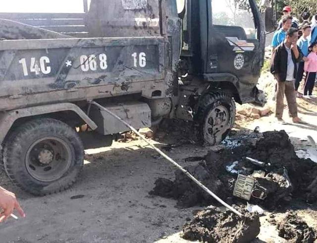 Quảng Ninh: Trên đường đi học về, nữ sinh lớp 10 bị xe chở bùn đất lật đè nguy kịch - Ảnh 2.