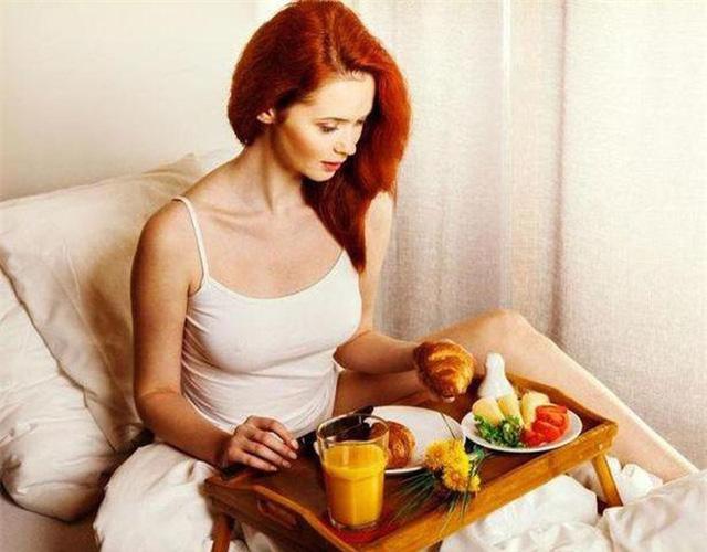 Ngày Tết nếu ăn sáng theo cách này bạn sẽ tăng cân vù vù - Ảnh 3.