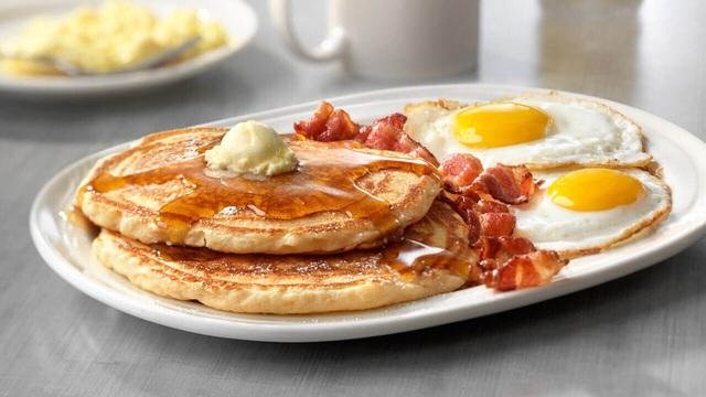 Ngày Tết nếu ăn sáng theo cách này bạn sẽ tăng cân vù vù - Ảnh 1.