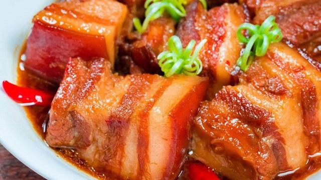 Bác sĩ dinh dưỡng cảnh báo thói quen khi ăn thịt kho tàu ngày Tết dễ gây ngộ độc  - Ảnh 2.